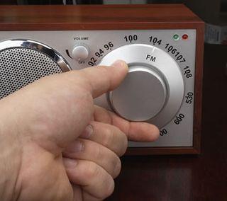 Big-knob-radio2